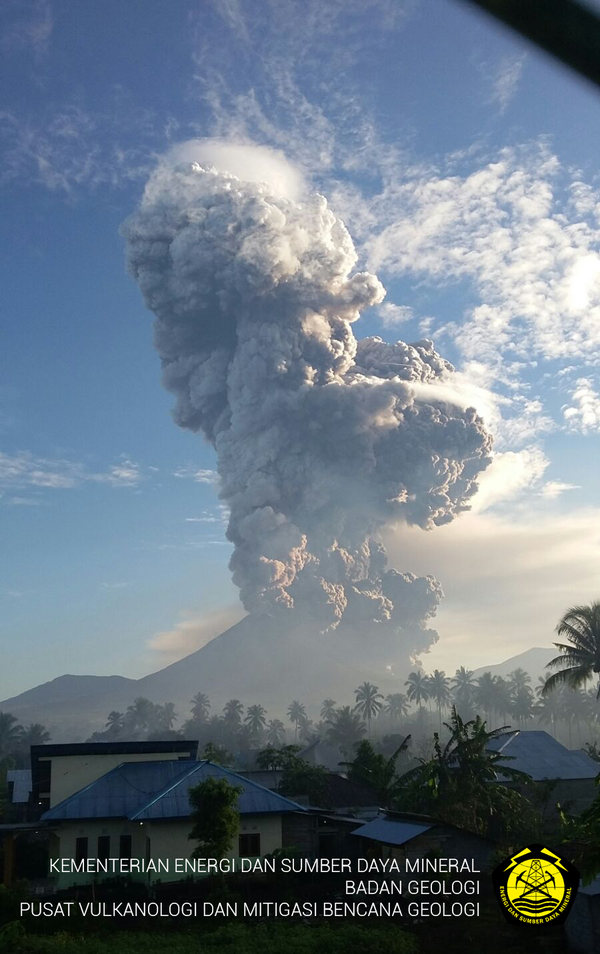 soputan%20eruption%205jan2015%20by%20devy%20kamil%20syahbana